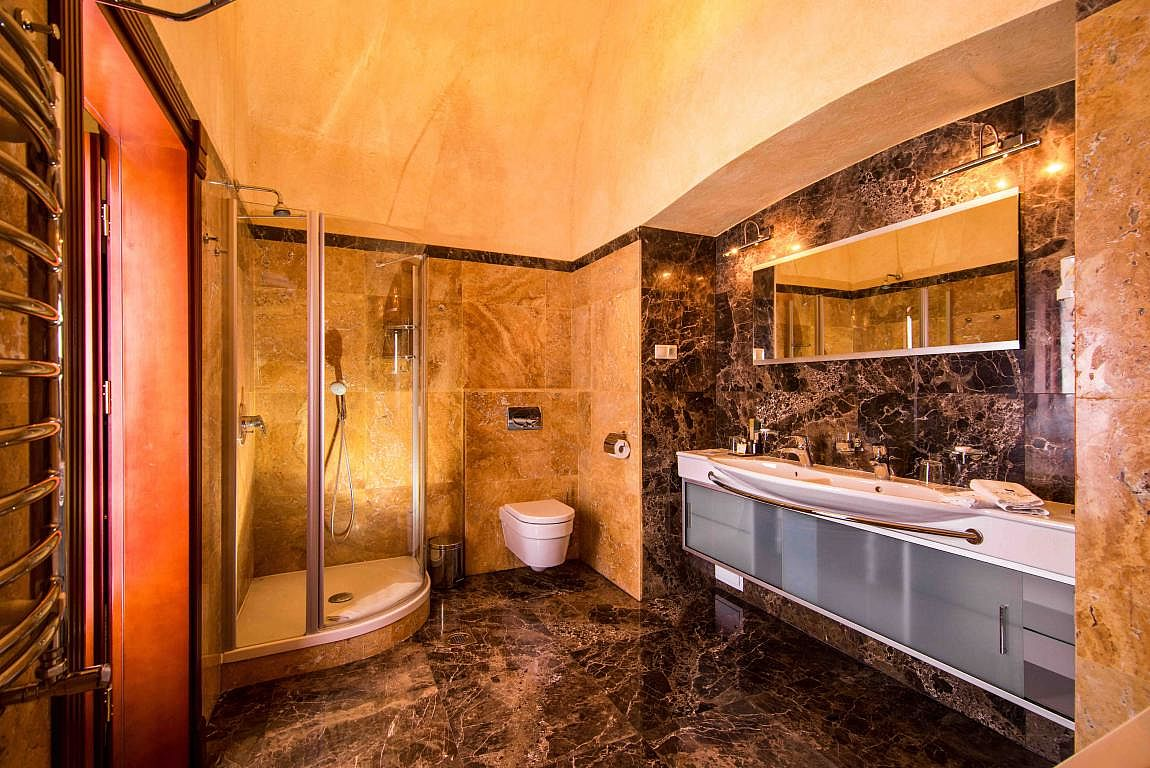 Suite Bathroom - Citadel Inn Hotel & Resort